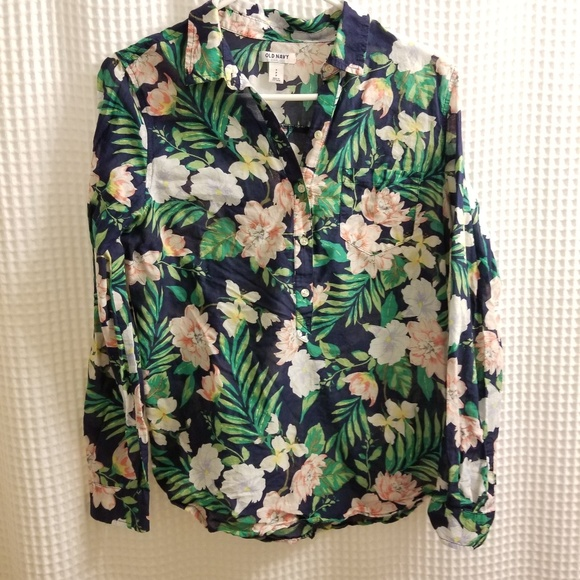 Old Navy Tops - Old Navy womans tropical print blouse.